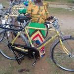 Stolze Fahrradbesitzerin